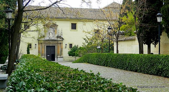 Alameda de acesso ao Mosteiro de San Jerónimo, em Granada