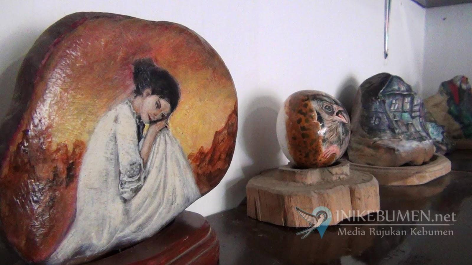 Manfaatkan Batu Kali, Lukisan Seniman Kebumen ini Diminati Hingga Mancanegara