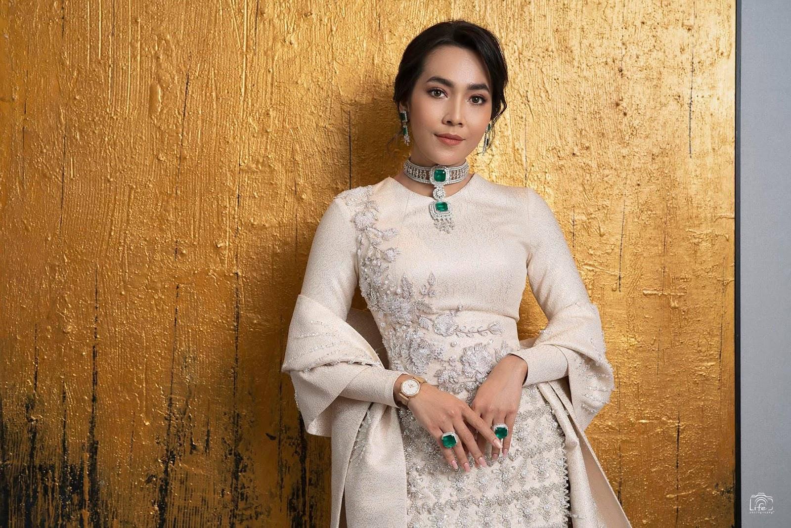 Moe Hay Ko - Myanmar Academy Award 2018 Fashion - Loreal Paris Myanmar