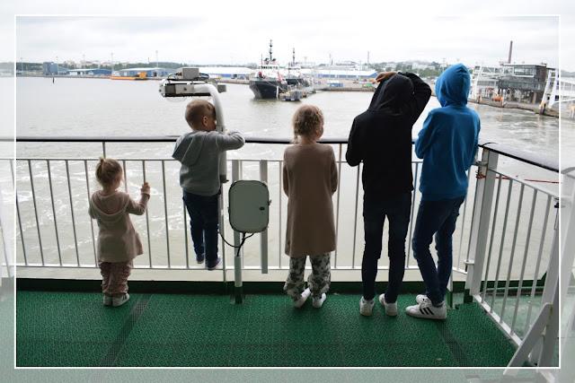 viisi lasta