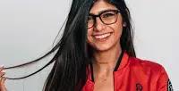 مايا خليفة تبيع نظارة أفلامها دعمًا لضحايا لبنان