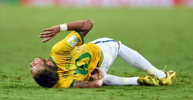 72bcbd4cb4 Neymar se reapresentou ao Barcelona. Ele agora passa por exames físicos.  Diz o boletim médico que el ainda está se recuperando da fratura na  vértebra e que ...