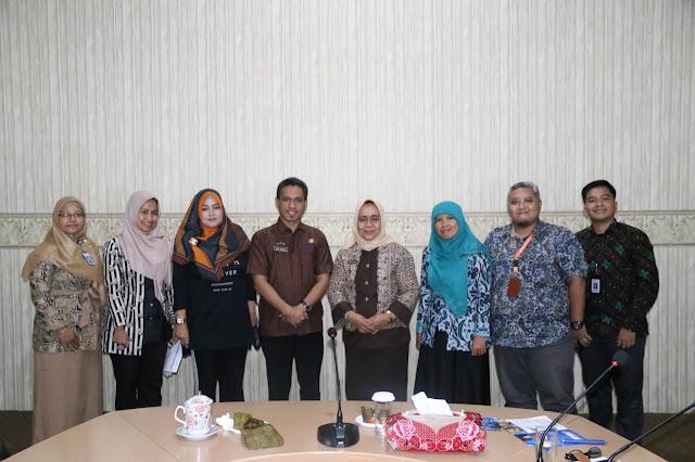 Viral Petang (21/02/2020) Bandar Lampung -- Seksi Humas dan Publikasi Peringatan Hari Ulang Tahun (HUT) ke-56 Provinsi Lampung Tahun 2020 menggelar rapat koordinasi teknis di Ruang Command Center Dinas Kominfotik Provinsi Lampung, (21/02).