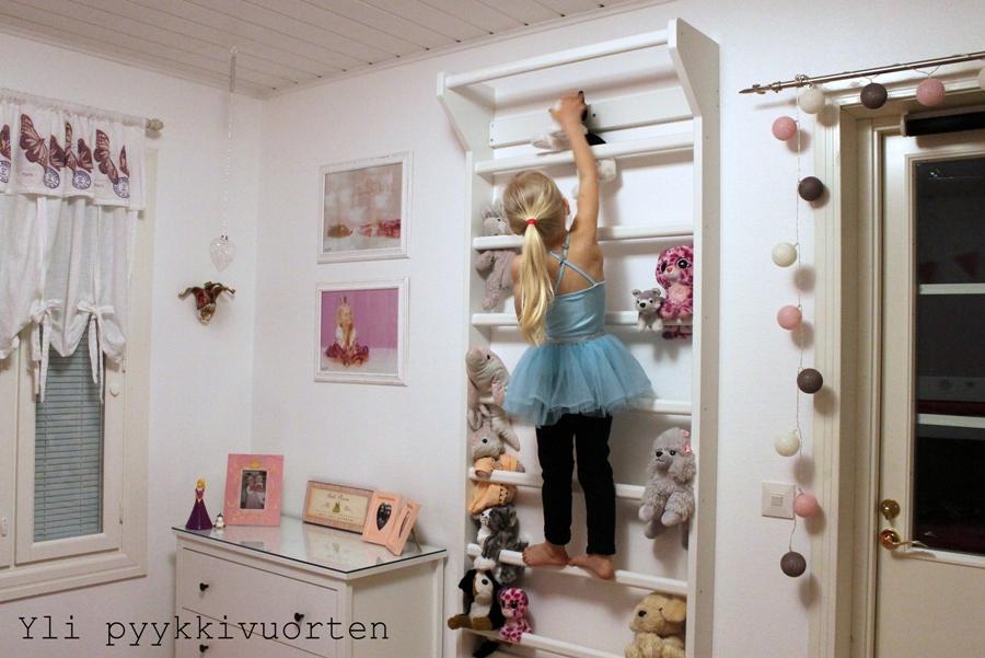 Suomen Voimistelutuote, puolapuut, renkaat, voimistelurenkaat, lasten liikkuminen, jumppa, voimistelu, arkiliikunta, Yli pyykkivuorten