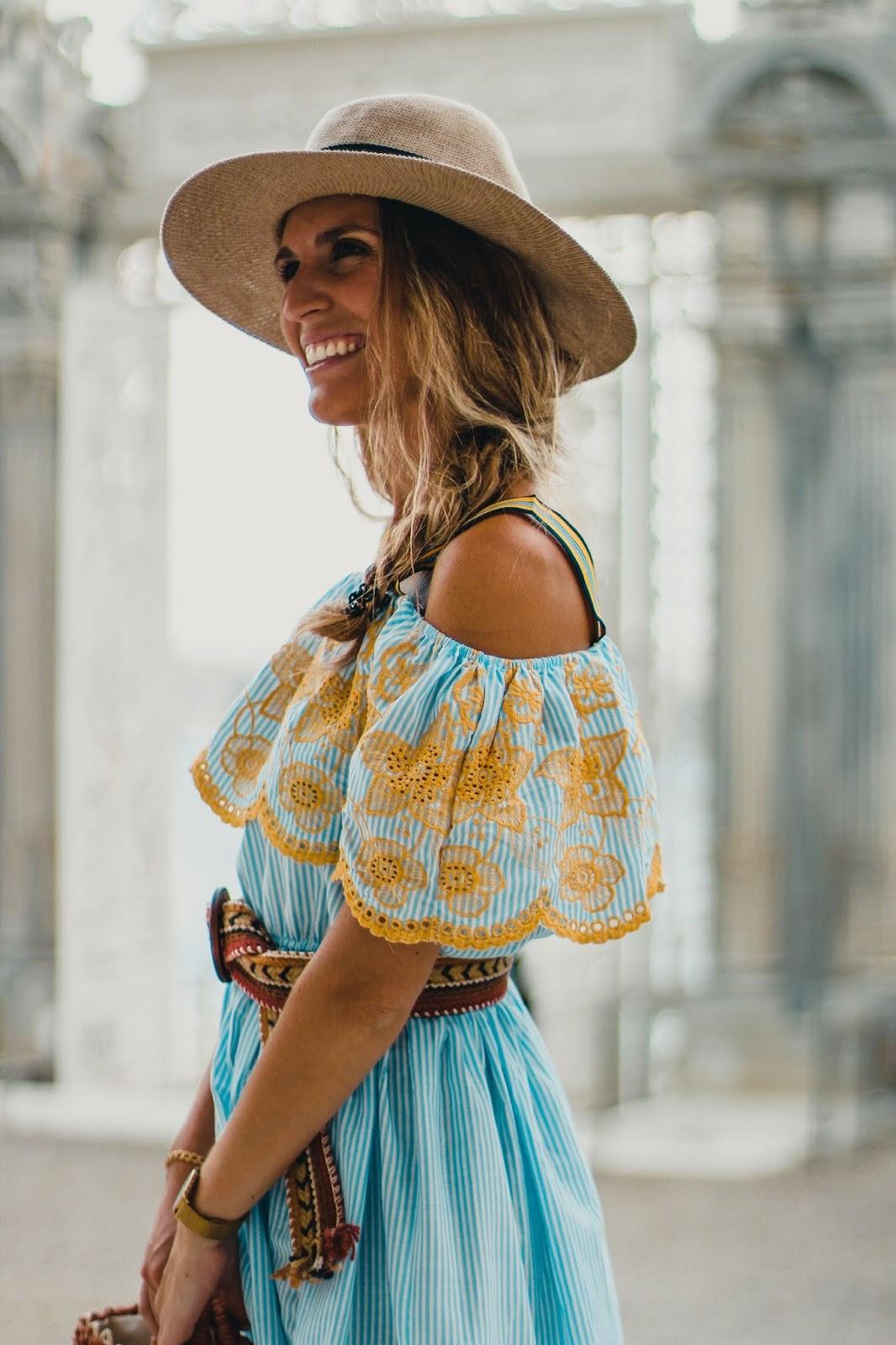 vestido bordado hombros al aire