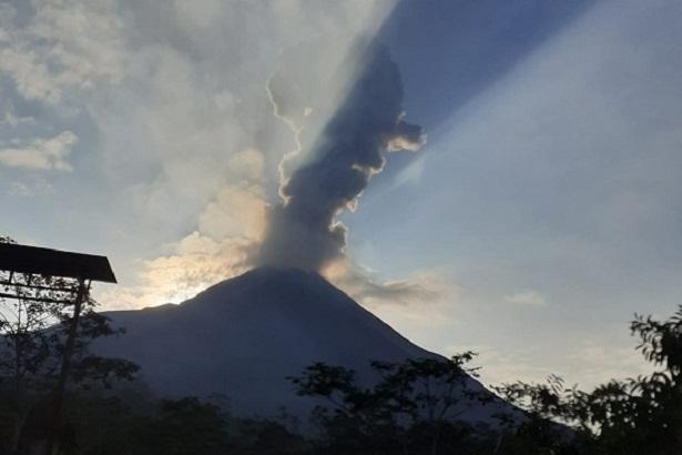 Gunung Merapi Semburkan Awan Panas Letusan Pagi Ini