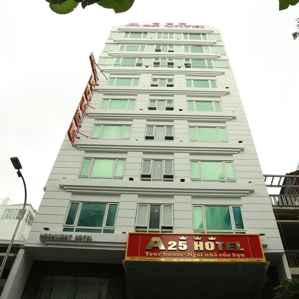 Bán Khách sạn 3 sao Mặt tiền đường Nguyễn Trãi phường Bến Thành Quận 1