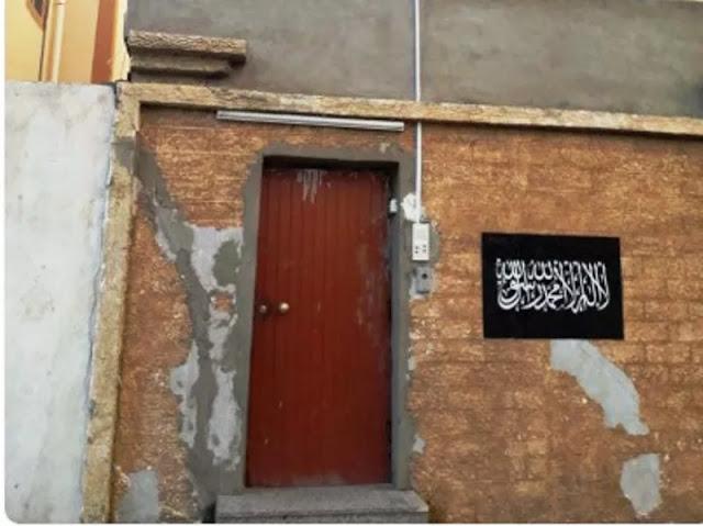 Habib Rizieq Diperiksa di Arab Saudi karena Bendera Hizbut Tahrir Terpasang di Tembok Rumah