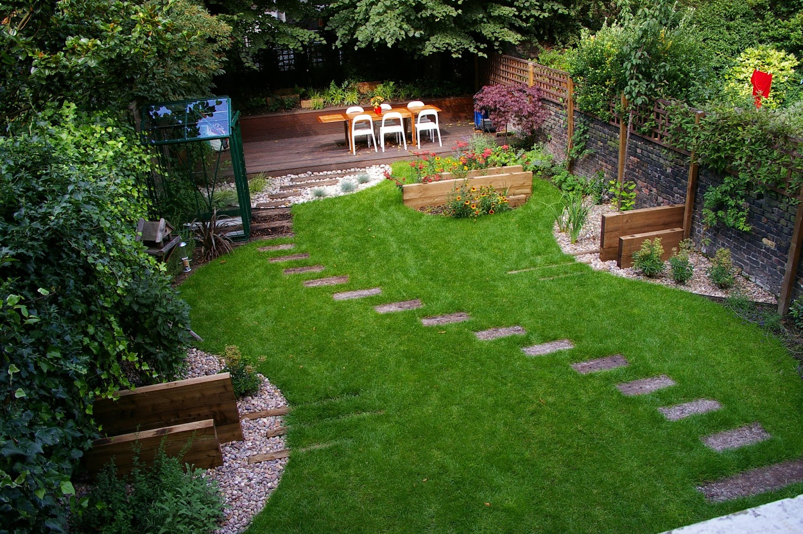 Small landscaping ideas for backyard designs for privacy for Low budget landscaping ideas