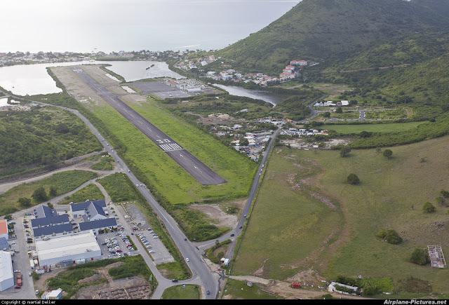 Aéroport de Grand Case à Saint Martin vue aérienne
