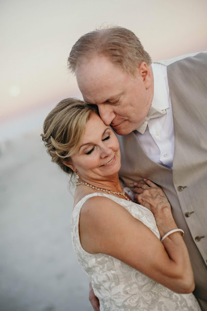 romantic wedding pictures on florida beach