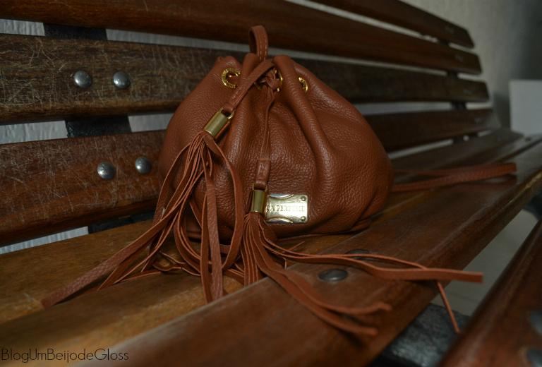 b1691da8f Um close nessa bolsa maravilhosa! Tamanho ótimo para levar a qualquer lugar  e carregar os itens básicos que toda menina precisa carregar.