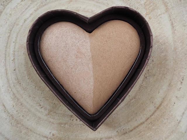 Cet article est une revue du bronzer Sweet Heart Bronzer dans la teinte Sweet Tea par Too Faced, article écrit par clowy