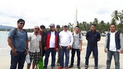 Foto Bersama di Pantai Padang Melang Anambas