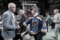 HOCKEY HIELO - Los universitarios Scott Perunovich y Trevor Zegras, contratados por los Blues y los Ducks respectivamente