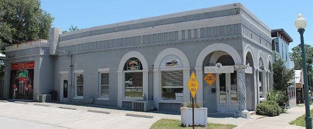 Comercios y edificios en el distrito histórico de Crescent City