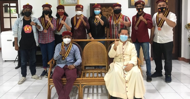 Uskup Manado Sambut Hangat Kunjungan PMKRI