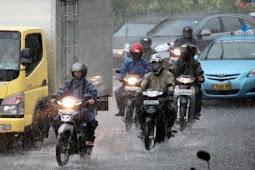 Tips Memilih Jas Hujan yang Aman dan Nyaman