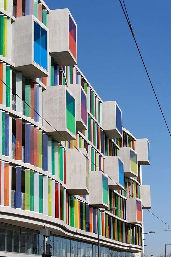 berbagi contoh fasade unik bangunan