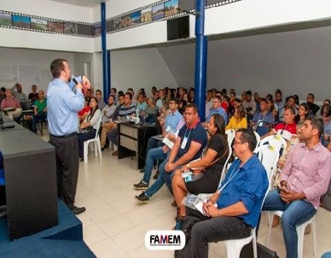 Centenas de técnicos comparecem a capacitação na Escola de Gestão Municipal