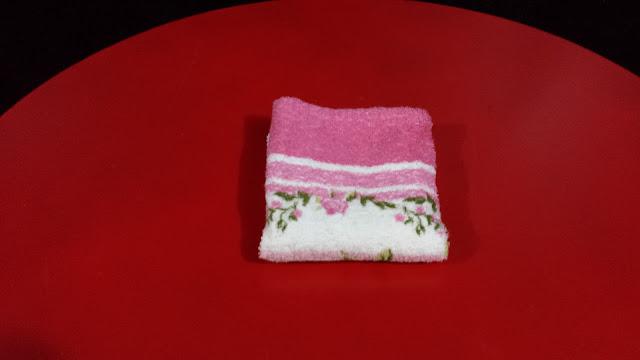 Passo a passo de dobra de toalha de rosto