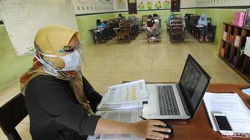 Kemendikbud Berikan Subsidi Upah Rp 1,8 Juta ke Guru Honorer