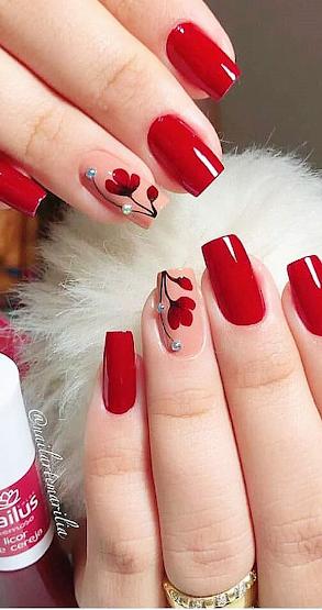 decoracion de uñas con flores rojas