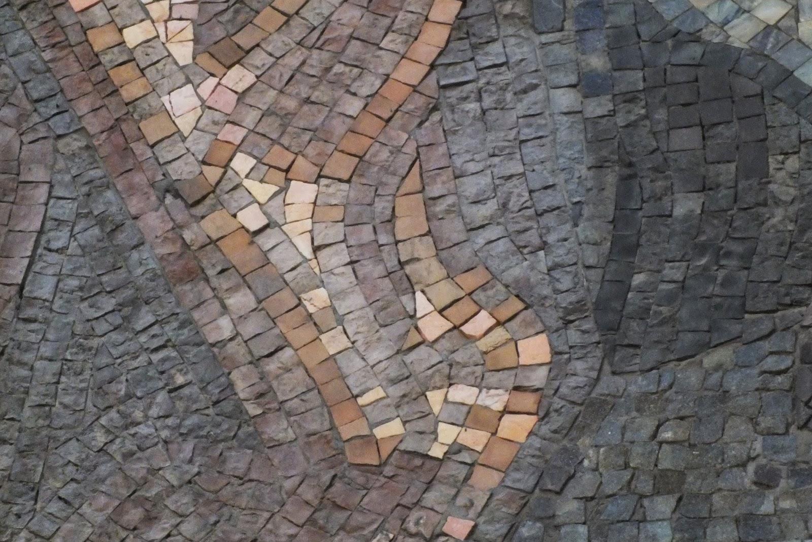 Universidad laboral de gijon los mosaicos del exterior de for Mosaicos para exterior