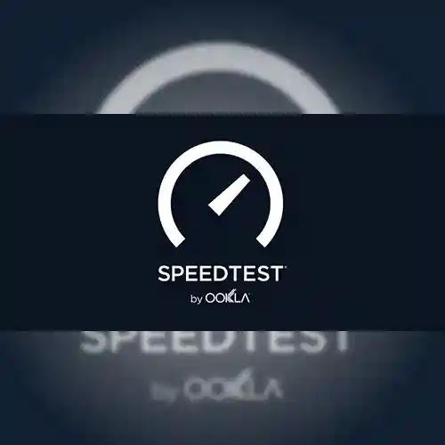 تطبيق Speedtest by Ookla إنه تطبيق شائع ومشهور في مجاله لاختبار سرعة الإنترنت لديك والذي يتيح لك بسهولة رؤية سرعة الإنترنت الفعلية الخاصة بك بنقرة واحدة فقط مما لا شك فيه أنك تعرفت أيضًا أن سرعة الإنترنت لديك هي في الواقع بضع كيلوبايت في الثانية يقوم تطبيق Speedtest by Ookla بتحليل سرعة الإنترنت