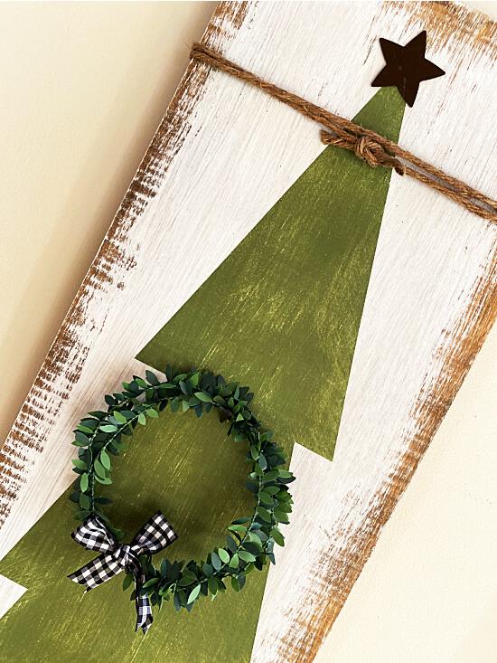 Christmas tree with wreath