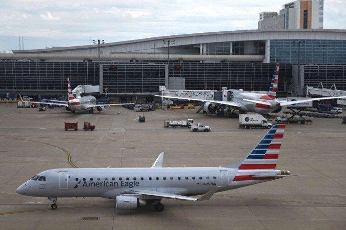 Homem ameaça derrubar avião e voo é desviado nos EUA