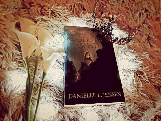 """Jedno królestwo do ocalenia. Jedno królestwo do zniszczenia - """"Królestwo Mostu"""" Danielle L. Jensen [KRÓLESTWO MOSTU #1] *Zuzanna*"""