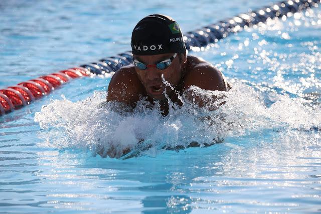 Nadador brasileiro avalia competição de natação e fala de Olimpíadas