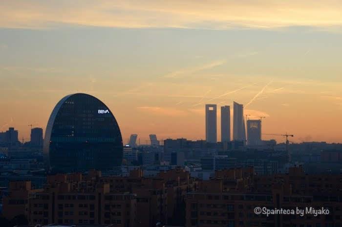 Madrid マドリードの夕焼け空と高層ビル