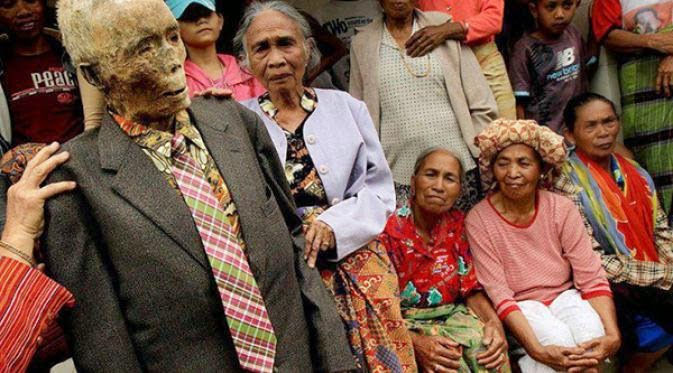 Tradisi Paling Aneh Di Indonesia