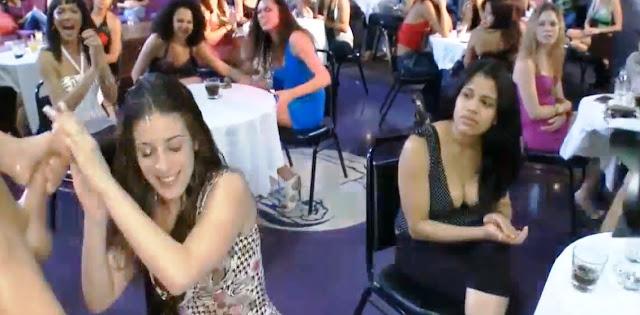 Пьяные девушки сосут члены на вечеринке и им кончают на лицо / PARTY CUMSHOT COMPILATION
