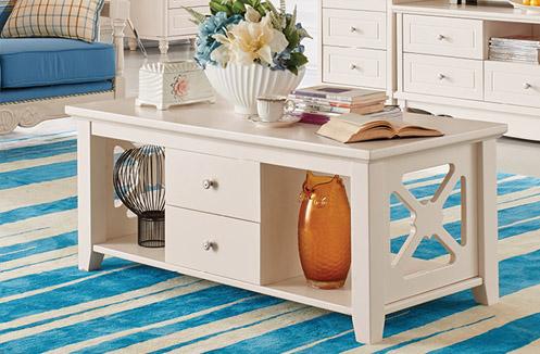 Nên chọn bàn trà phòng khách chất liệu gỗ hay chất liệu kính?
