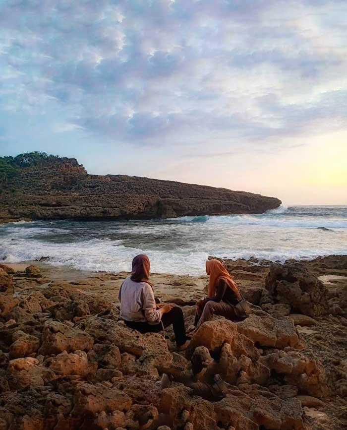 Fasilitas Wisata di Pantai Watu Lepek