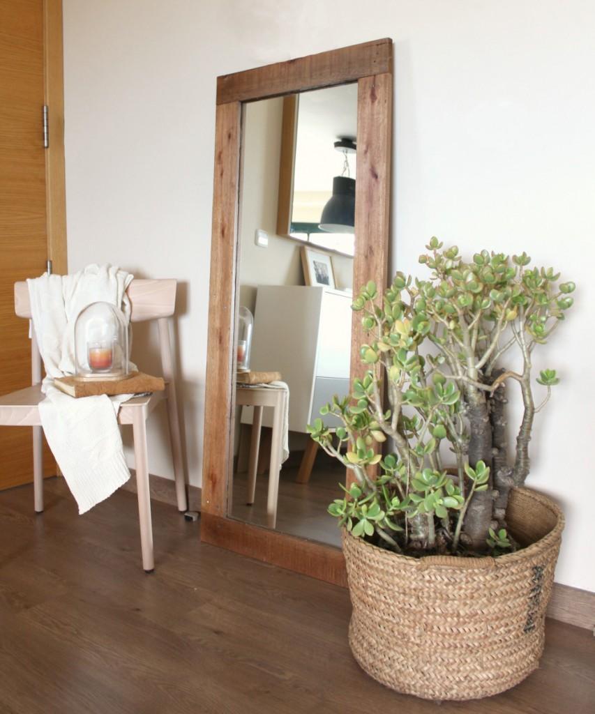 Marzua: Espejos con marco de madera reciclada