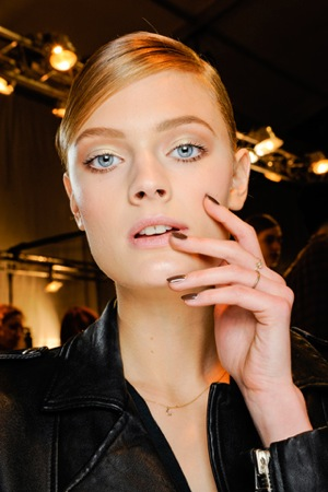 10d70b71199 Isabel Marant - the queen of cool had very natural looking makeup with  lightly textured hair. Makeup artist Karem Herman created a California sun  kissed ...