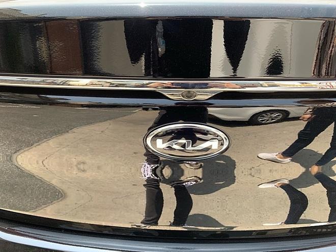 Kia vẫn chưa đưa ra thông báo chính thức nào về việc áp dụng logo mới lên các mẫu xe của hãng.