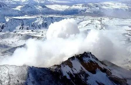 Volcán Copahue sube a alerta naranja