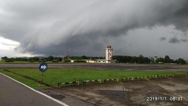 Awan Hitam Berbentuk Ombak Bergulung-gulung di Langit Makassar Bikin Heboh