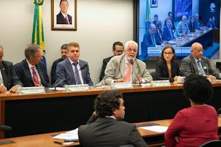 Consenso isola Aneel em audiência sobre energia solar