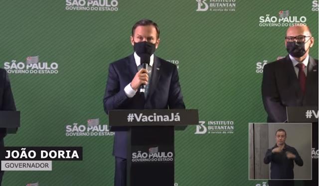 O governador de São Paulo, João Doria, e o diretor do Butantan, Dimas Covas, no anúncio a eficácia de até 100% da Coronavac