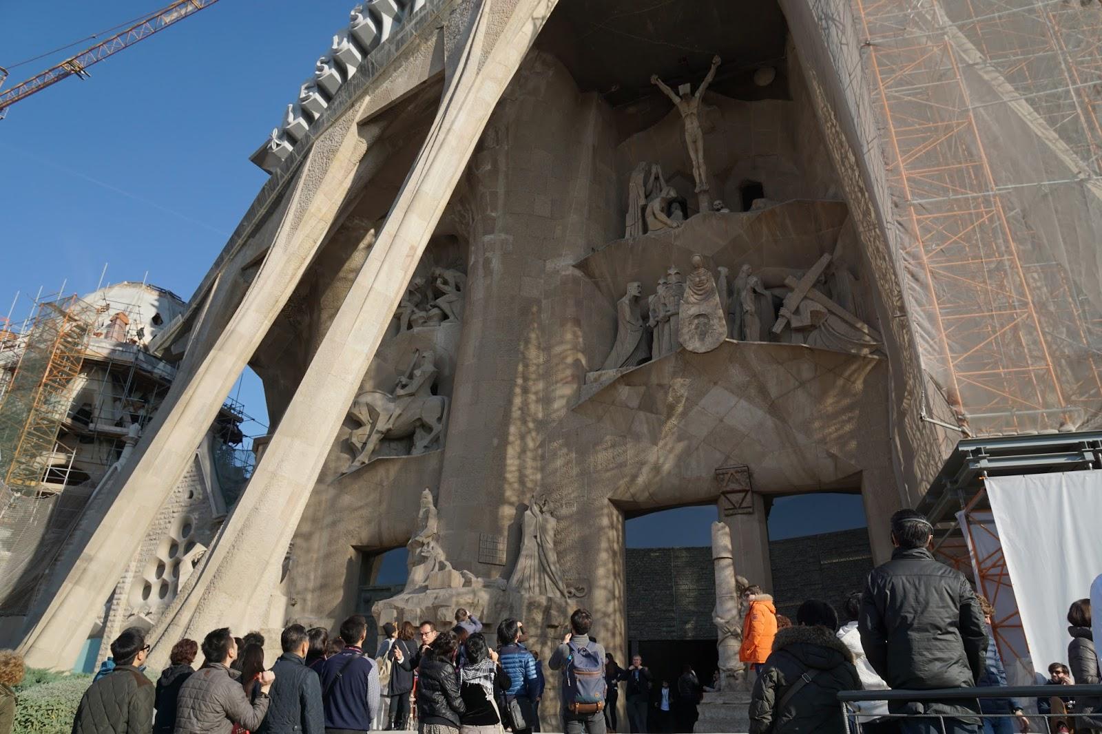 サグラダ・ファミリア (Sagrada Familia) 斜めにせり出た柱