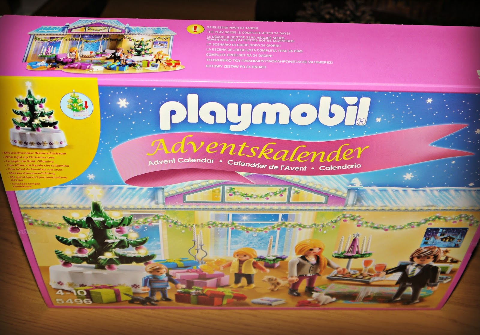 Playmobil Weihnachtsbaum.Inside The Wendy House Counting Down To Christmas With A Playmobil