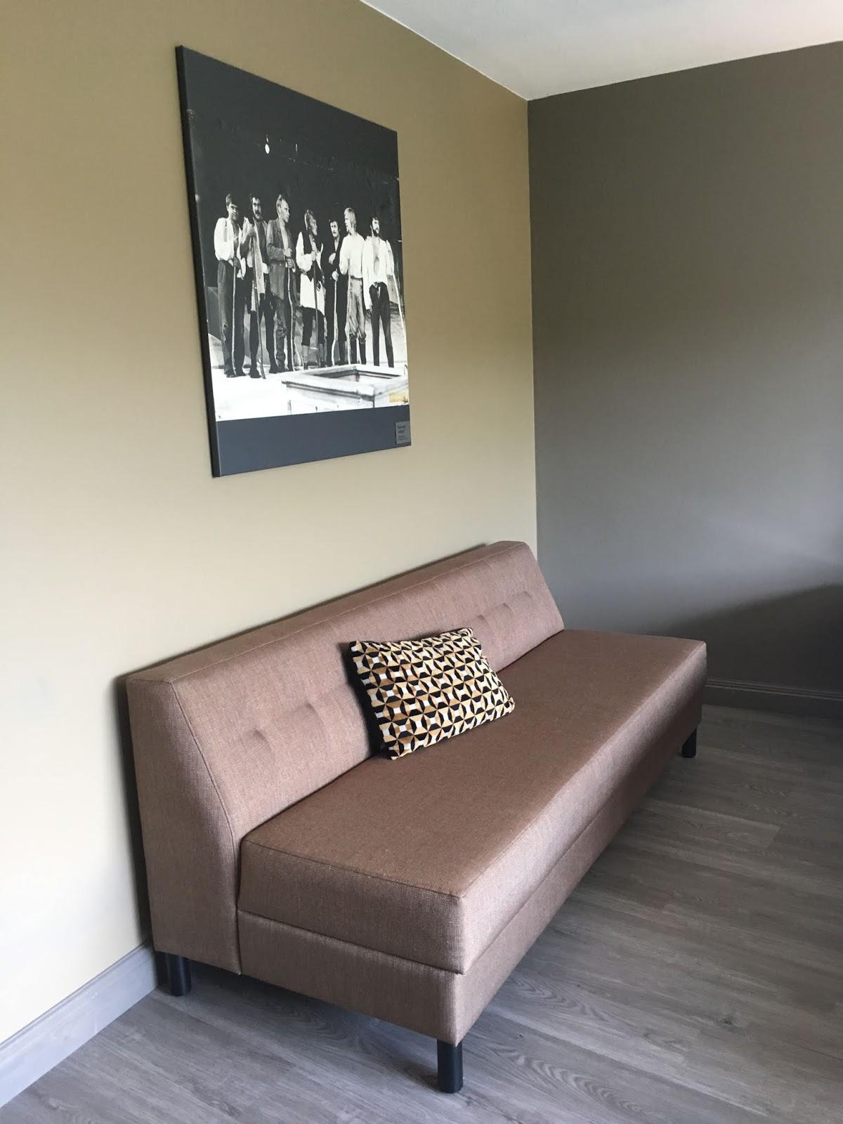 vaaleanpunainen sohva dating site UK