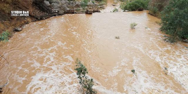 Απίστευτο νερό κατεβάζει ο Ίναχος ποταμός στο Άργος (βίντεο)