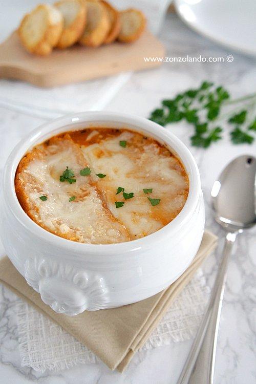 Soupe à l'oignon gratinée recette - Zuppa di cipolle gratinata ricetta - french onion soup recipe